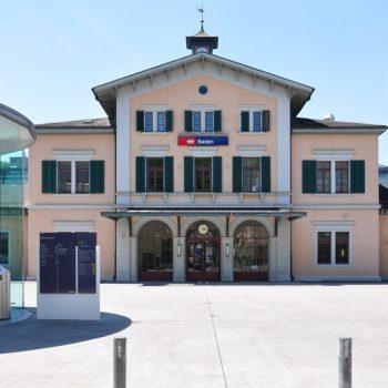 Bahnhofplatz Baden (vis-à-vis ist der Eingang unserer Büros)